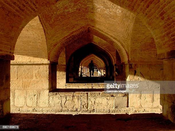under khaju bridge, historical landmark of isfahan - ハージュ橋 ストックフォトと画像