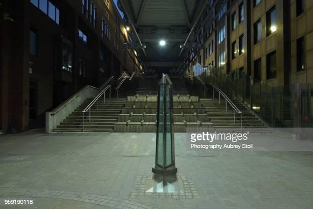 under millennium bridge - elevator bridge stockfoto's en -beelden