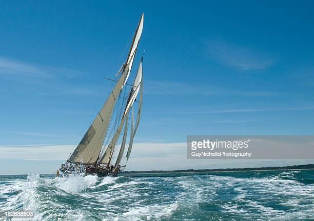 Unter sail