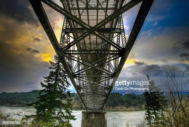 under the bridge of the gods - columbia river gorge stock pictures, royalty-free photos & images