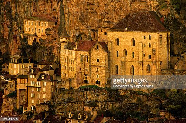 under the rock - rocamadour stock pictures, royalty-free photos & images