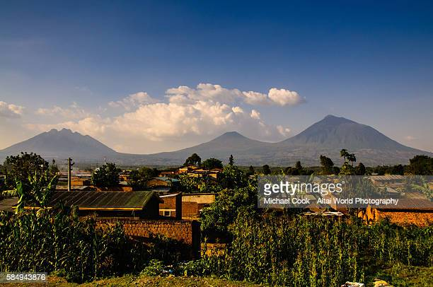 under the shadow of volcanoes - rwanda stock pictures, royalty-free photos & images