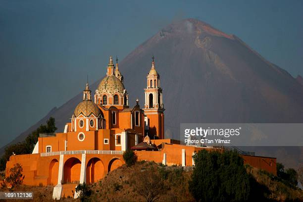 under the volcano - puebla state stock pictures, royalty-free photos & images