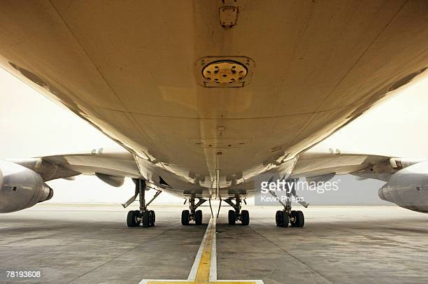 Undercarriage of an airplane on tarmac