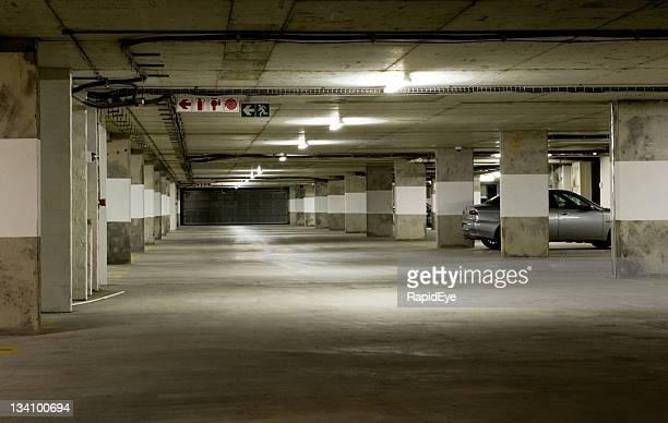 Garagem de estacionamento Subterrâneo