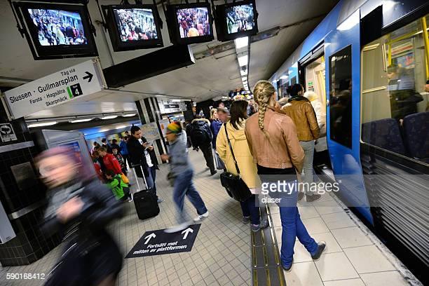 underground station t-centralen - metrostation stockfoto's en -beelden