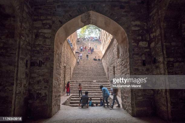 underground step-well ugrasen ki baoli in heart of new delhi, india. 14th century ad. it is a protected monument and built by maharaja agrasen in the mahabharat era. - agrasen ki baoli stock pictures, royalty-free photos & images
