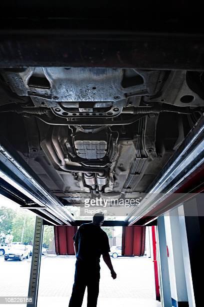 Unter ein Auto