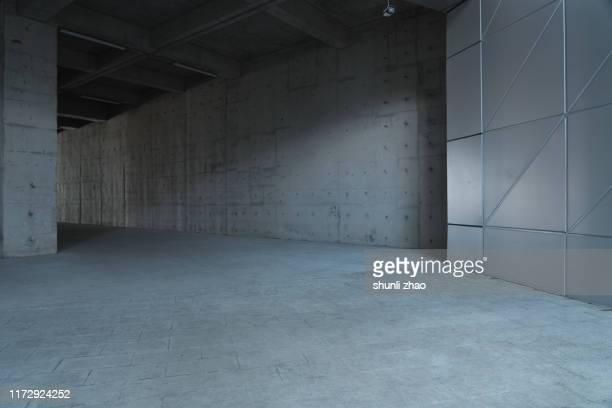 underneath passage - eingangshalle gebäudeteil stock-fotos und bilder