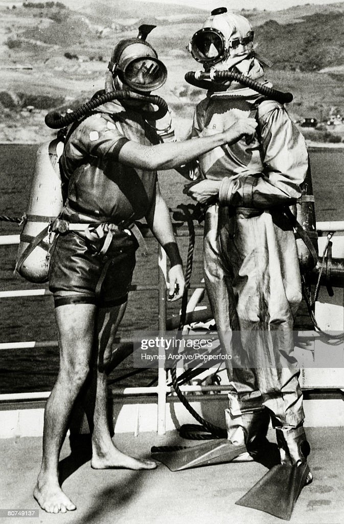 Underwater Exploration Personalities. pic: 25th October 1950. Diver Terry Young, left, and French diver Jacques Yves Cousteau who were the co-inventors of the new French diving lung which Cousteau is wearing which was being tested at San Pedro by the Uni : News Photo