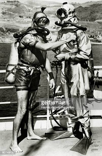 Underwater Exploration Personalities pic 25th October 1950 Diver Terry Young left and French diver Jacques Yves Cousteau who were the coinventors of...