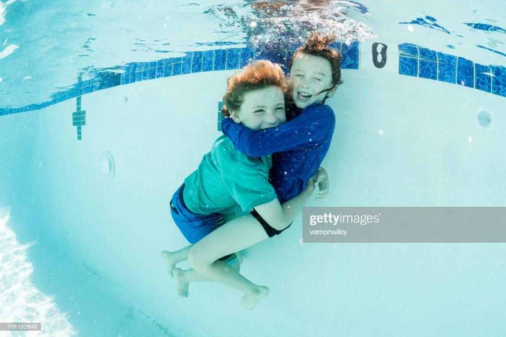 underwater hugs : Stock Photo