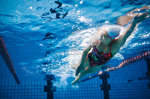 Underwater shot of swimmer training in the pool 620959526