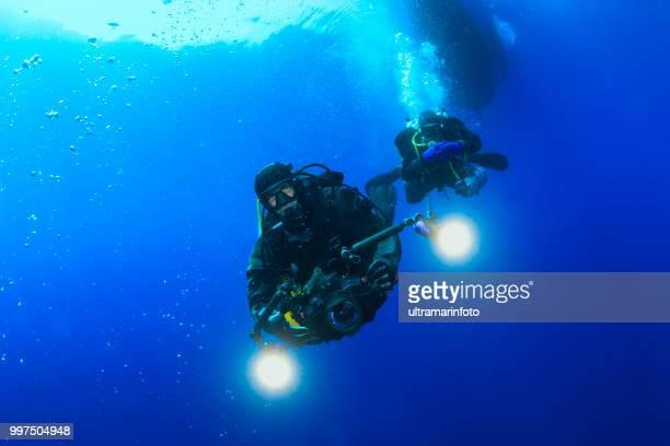 水中、水中写真家テクニカル ダイビング スキューバ ダイバー探検と海の生活水を楽しんでスポーツ techdive スキューバ ダイバーの視点 - スクーバダイビングの視点 ストックフォトと画像