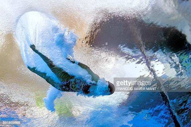 Underwater view China's Ren Qian taking part in the Women's 10m Platform Semifinal during the diving event at the Rio 2016 Olympic Games at the Maria...