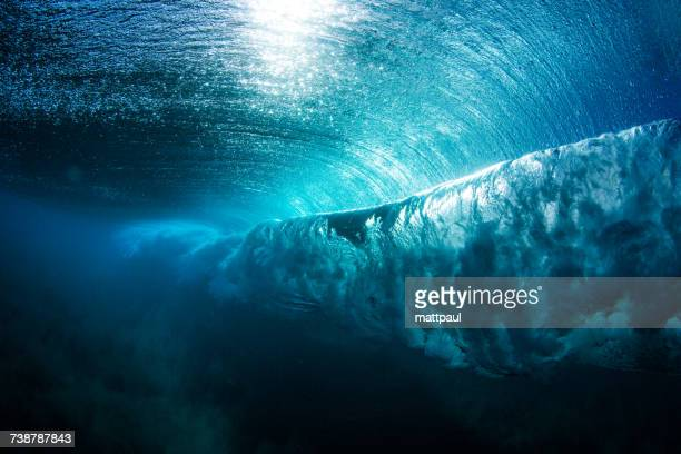 underwater view of a wave breaking, hawaii, america, usa - welle stock-fotos und bilder