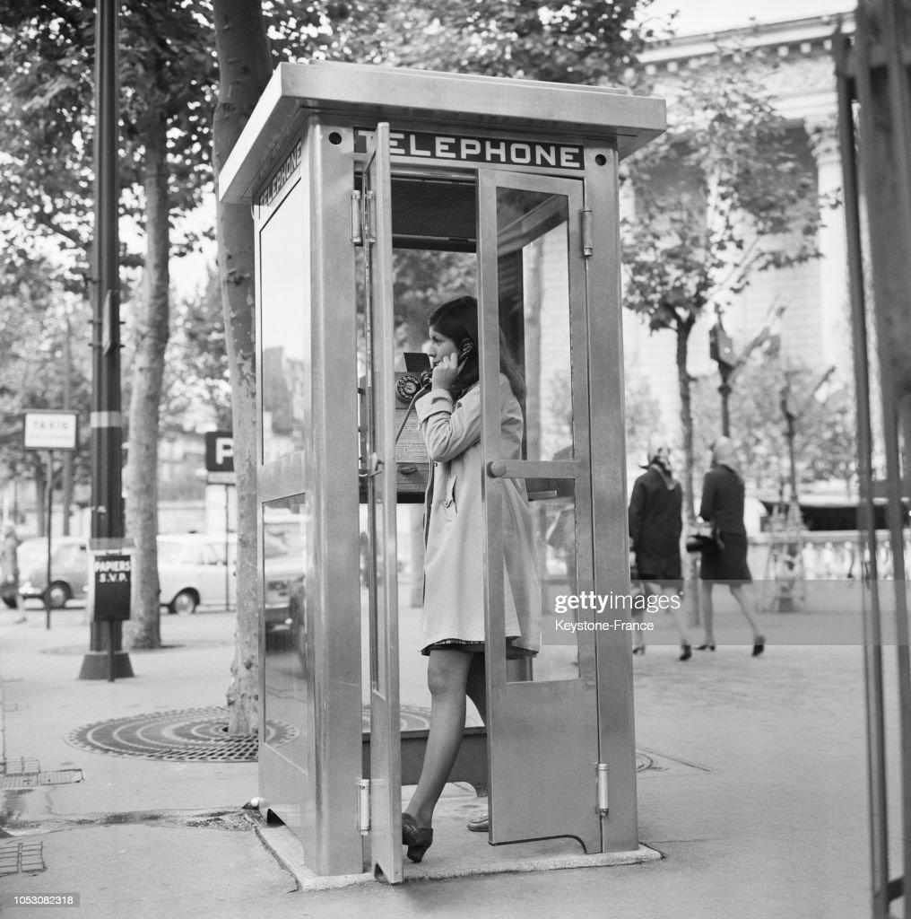 Une Cabine Telephonique Publique Sur Les Boulevards A Paris France Ëュース写真 Getty Images