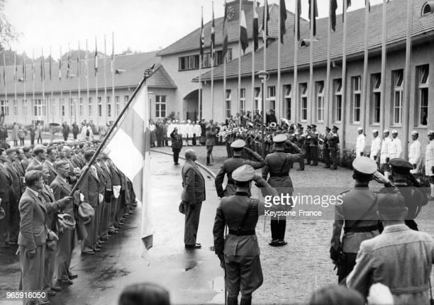 Une cérémonie de bienvenue accueille l'équipe olympique finlandaise à son arrivée au village olympique le 28 juillet 1936 à Berlin Allemagne