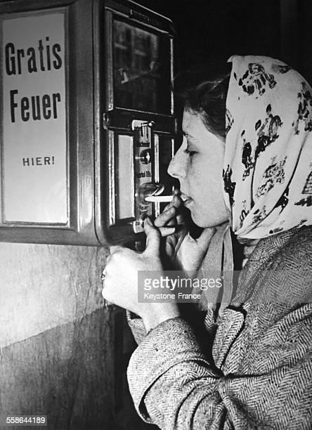 Une distributeur automatique et gratuit de feu pour les fumeurs en mal de briquet vient d'etre cree le 14 decembre 1951 en Allemagne