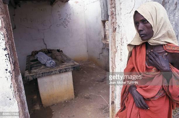 Une femme souffrant de famine le 23 août 1992 en Somalie