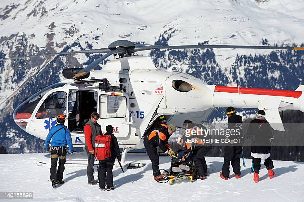 Une journée de secours avec la compagnie CRS sur la base de Courchevel Three French firstaid ski patrolmen in black and orange coats from the winter...