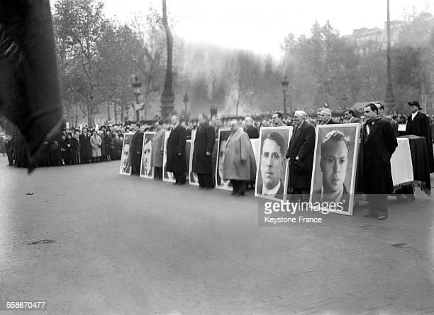 Une minute de silence Place de la République en hommage aux 7 élus communistes fusillés par les Allemands à Paris France le 1er novembre 1945