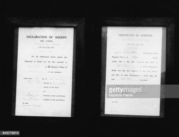 Une notice publique annonce que l'exécution de Ruth Ellis a été effectuée pour le meurtre de David Blakely à la prison de Holloway le 13 juillet 1955...