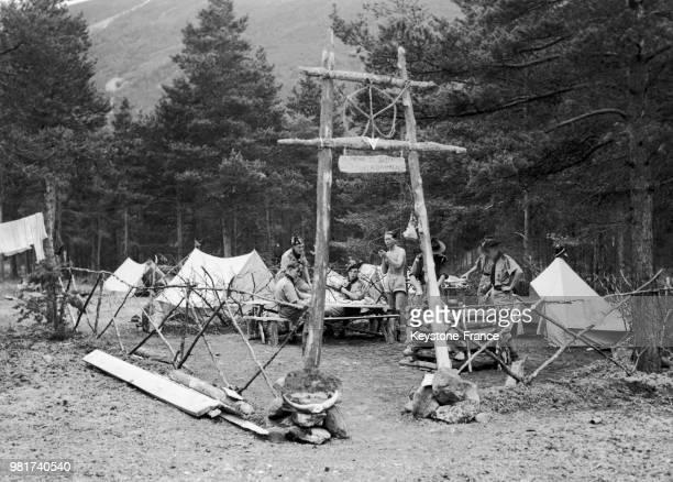 Une patrouille de scouts anglais a créé son propre camp au rassemblement mondial de scouts aînés à Skjaak en Norvège le 8 août 1949