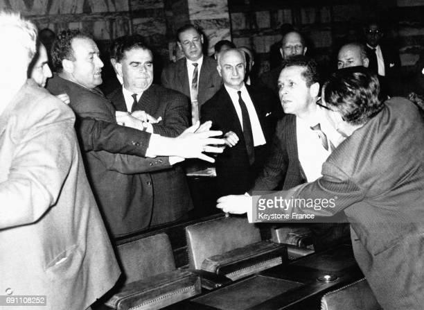 Une scène de violence dans les tribunes du Parlement grec à Athènes Grèce le 26 avril 1966
