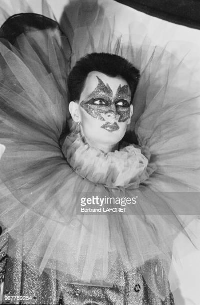 Une travesti sur le tournage du film 'Yat'il un français dans la salle' réalisé par JeanPierre Mocky à Paris le 14 janvier 1982 France