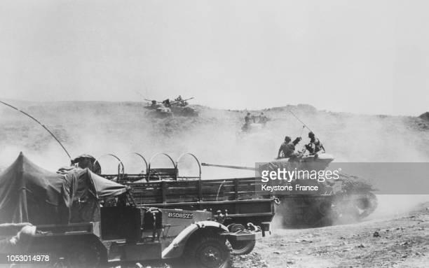 Une unité de blindés israéliens manoeuvrant en territoire syrien à une vingtaine de kilomètres du lac de Tiberiade, en Syrie, le 14 juin 1967.