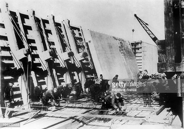 Unemployed People Building A Factory In Milkwaukee On December 2, 1933. The Us Government, After The Economist Keynes, Allocated Important Credits...