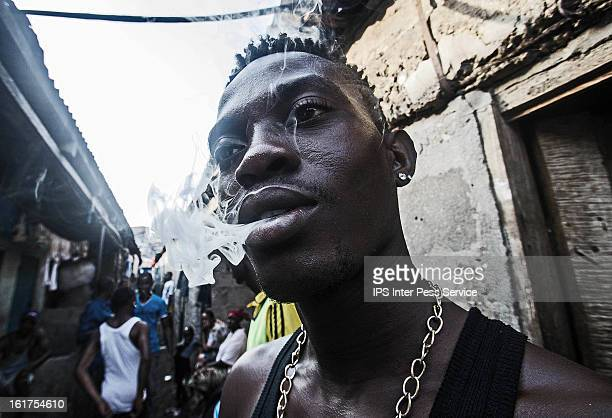 Unemployed Youth Turn to Drugs By Tommy Trenchard FREETOWN, January 08. The air is heavy with the smell of marijuana as Jibrilla expertly rolls a...