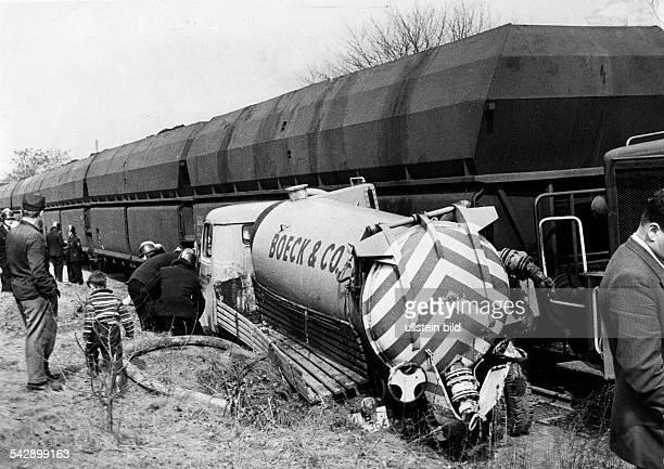 Unfall der NeuköllnMittenwalder Eisenbahn am Bahnübergang Koppelweg in Berlin Britz Ein Lkw wurde von einer Diesellok mit Kohlenzug erfasst