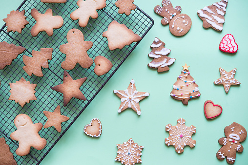 Unfinished and decorated gingerbread cookies - gettyimageskorea