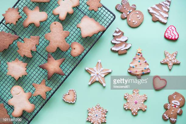 unfinished and decorated gingerbread cookies - christmas cookies stock pictures, royalty-free photos & images