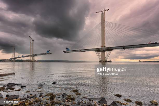 unfinished forth bridge - bridge built structure stock pictures, royalty-free photos & images