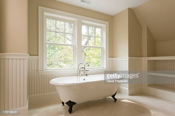 Unfurnished bathroom with Clawfoot tub