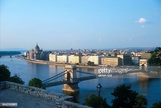 Ungarn, Budapest, Burgviertel von Buda, Uferzone der Donau , Kettenbrücke