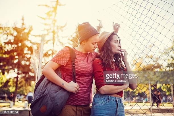 Malheureux couple dans le parc