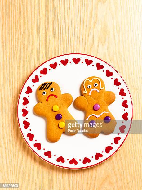 unhappy gingerbread-man and gingerbread-woman. - gingerbread men stock pictures, royalty-free photos & images