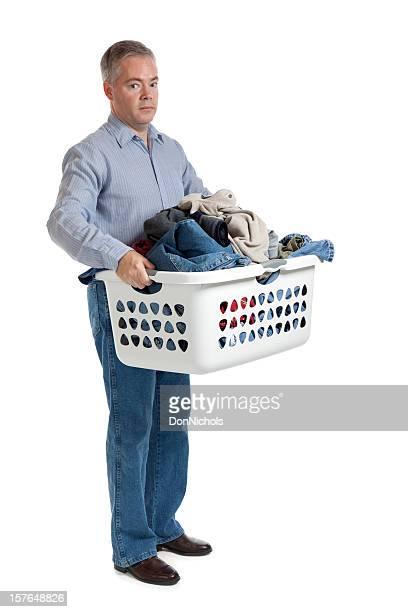 Unzufriedener Mann mit Wäscherei