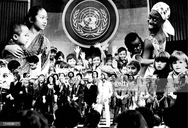 Unicef Concert at the United Assembly Hall New York 9th January 1979 LR Kris Kristofferson OliviaNewton John Earth Wind And Fire Benny Andersson...