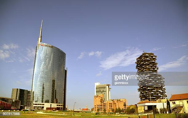 unicredit tower and bosco verticale, milano - microclimate stock pictures, royalty-free photos & images
