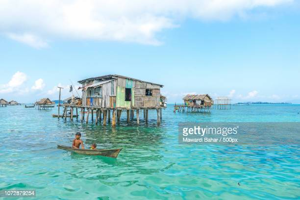sabah, malaysia - august 15, 2016 : unidentified bajau laut kids on a boat in bodgaya island, sabah, - bajau stock pictures, royalty-free photos & images
