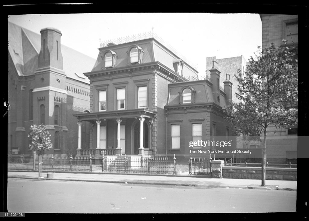 Unidentified Brick House With Mansard Roof : ニュース写真