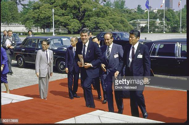 Unidentified dignitaries arriving at Akasaka Palace with red carpet treatment for Economic Summit.