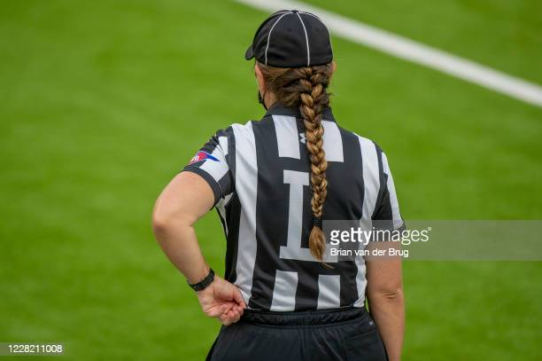 Unidentified female line judge during Rams scrimmage at SoFi Stadium Saturday, Aug. 22, 2020 in Inglewood, CA. Brian van der Brug / Los Angeles Times...