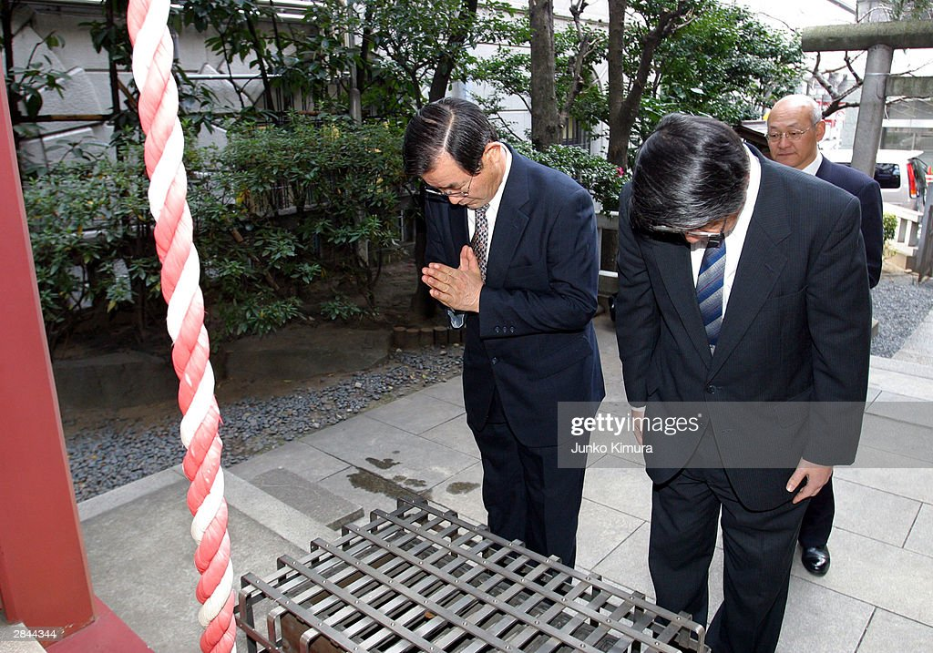 Unidentified Japanese investors bow as they pray for good business at a shrine located next to the Tokyo Stock Exchange January 5, 2004 in Tokyo, Japan. The market opened after closing December 30, 2003 for the new year holiday. The nikkei stock average increased by 111.19 points, or approximately 1.04 percent and marked 10,787.83 points at the start of the trading.