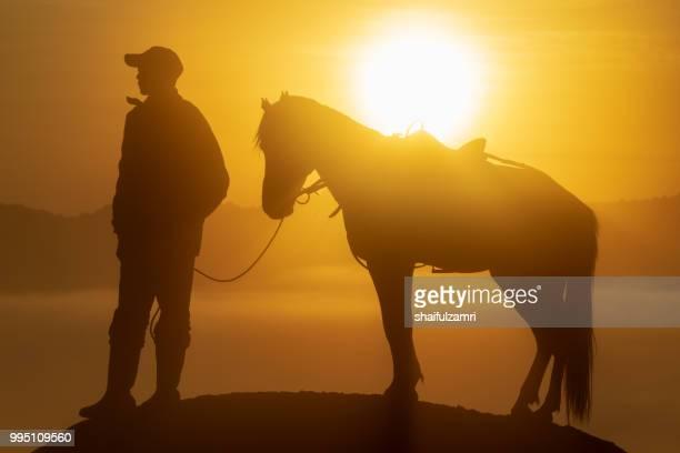 unidentified local people or bromo horseman at the mountainside of mount bromo, semeru, tengger national park, east java of indonesia. - shaifulzamri 個照片及圖片檔